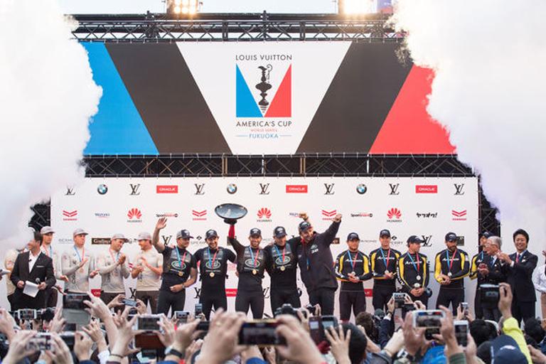 アメリカズカップ 表彰式 ヨットレース