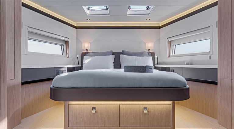oceanis yacht62 bedroom