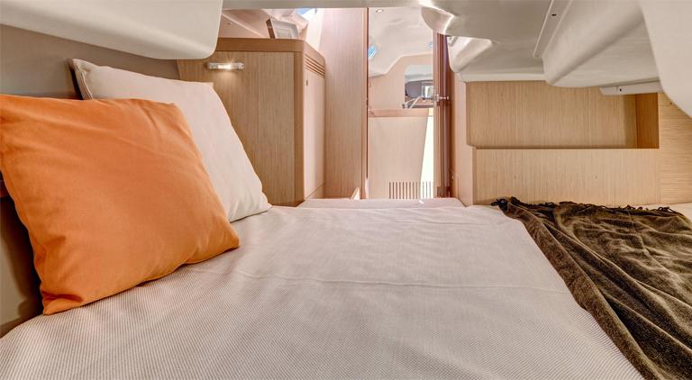 oceanis31 bedroom
