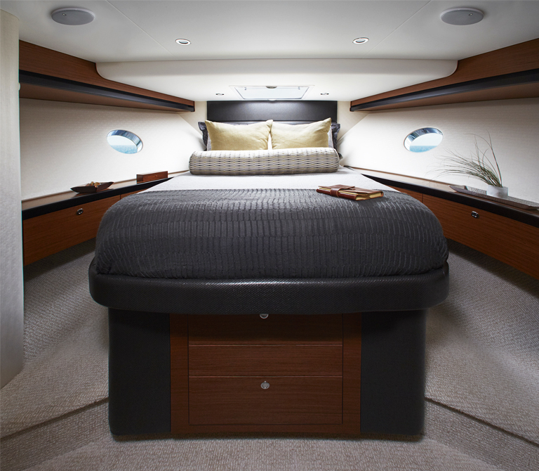 hatteras m60 bedroom