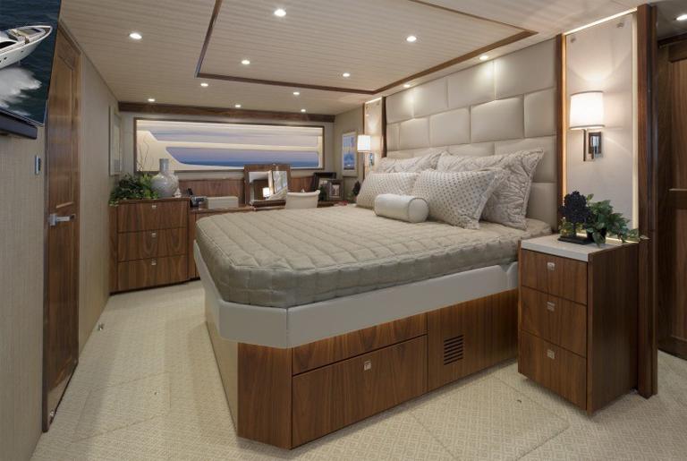 motoryacht75 bedroom